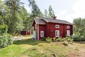 Detta fritidshus i Bergsgården, Falu kommun, var ett av de mest klickade objekten i Dalarna på Hemnet under vecka 32.