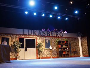 Lukasberg är den dyra och anrika privatskolan där morgondagens ledare formas.