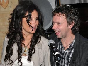 Ingela Adebåge-Frimert och Robert Falk samsades om karaokemiken.