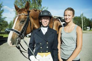Familjen Padellaro, här Lizette och Miranda, är en riktig hästfamilj. Pappa Marco har även en travhäst.