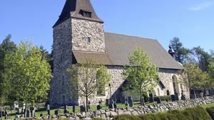 Österhaninge kyrka byggdes etappvis med början på 1200-talet.