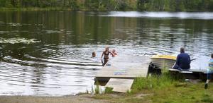 Undomarna passade på att ta sig ett bad i Mäjasjön.
