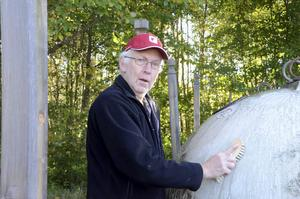 Karl-Henry Karlsson med såpaborsten i högsta hugg.