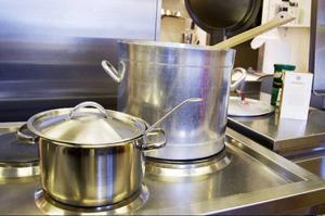 Från och med i dag puttrar grytorna i köket på Tallgläntan även på lördagar och söndagar.