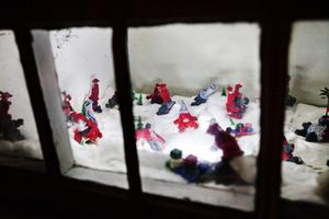 Det lilla källarfönstret på Kaptensgatan passar barnen utmärkt, berättar Anita Lööv.