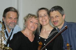 Saxofonisten Lars-Göran Ulander, sångerskan Gerd Ulander och Duo Gelland, det vill säga violinisterna Cecilia och Martin Gelland.