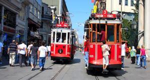 Spårvagn i Istanbul. Se mer av städerna genom att hitta rätt guider.