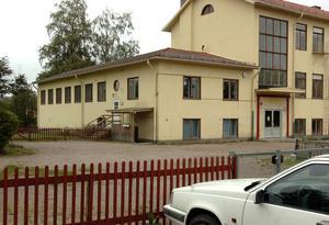 Gymnastiksalen är sammanbygd med skolbyggnaden vid nedlagda Växsjö skola.