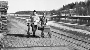 Vårpromenad i hamnen 1957.