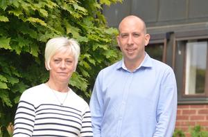 Solveig Sund är projektledare för arbetet med äldreomsorgsplanen och Magnus Andersson (S) är ordförande i social- och arbetsmarknadsnämnden i Hallsberg kommun.