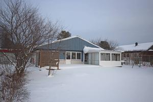 Enplansvilla i Söråker för 975 000 kronor. 70-talshuset är på fyra rum och kök och har en tomt på 1 300 kvadratmeter.