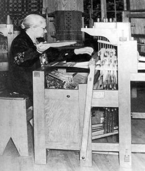 Margaret Bergman är enda kvinnan i snilleboken. Den självlärda väverskan blev också vävstolskonstruktör industriföretagare och har en egen monter på Nordic Heritage Museum i Seattle, USA.