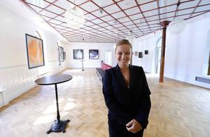 En del är omgjord till galleri och Linéa Sandström berättar att de har en bred syn på vilken sorts utställningar som kan ta plats där.
