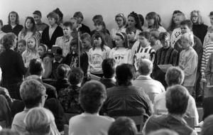Vid invigningen av den nya högstadieskolan sjöng kören