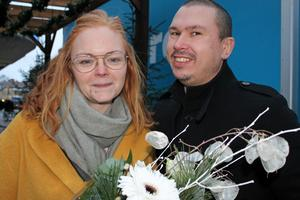 Sandra Eriksson och hennes sambo Jonas Johansson blev glatt överraskade på lördagen då de vann högsta pris i det lokala reselotteriet.