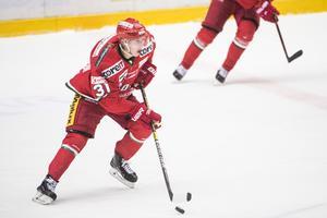 Linus Pettersson har varit en frisk fläkt i Modos trupp sedan han tog klivet upp från J20-laget. På tisdagen får trollgubben från Gideå för första gången spela en playoffmatch på seniornivå.