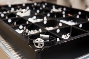 Materialet för smycketillverkning har Cathrine Forsman har valt att enbart köpa in från Europa.
