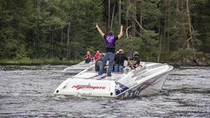 Båttävlingen Poker Run samlade många glada båtfantaster som ville vara med och tävla.