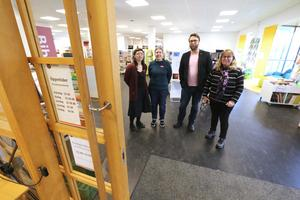 Linda Granebo, Lotta Bergsten, Berth Falk och Maria Gille ser fram emot att biblioteket i Fjugesta får självservice på förmiddagar.
