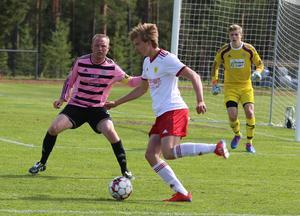 Viktor Kröjs och hans unga lagkompisar i Sveg tröttade ut det äldre och rutinerade frösölaget. Sista halvtimmen radade Sveg upp chanserna.