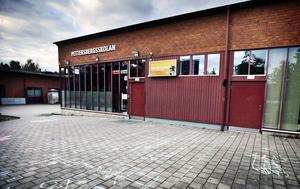 Rektor på Pettersbergsskolan känner inte igen bilden från rapporten om Salafism där Pettersberg nämns. Men personalen på skolan möter föräldrar som inte vill att deras dotter ska bada och simma, berättar Mia Lindh som är verksamhetschef för årskurserna 7-9.
