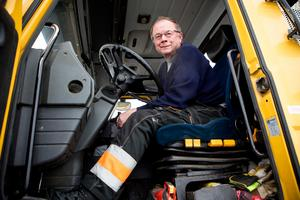 Chaufförer med erfarenhet och utbildning är hårdvaluta. Sture Hellberg anlitas ofta för extrajobb trots att han gått i pension.