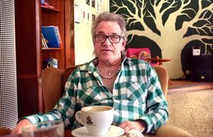 Det var när Ulf Larsson under en tid var långtidssjukskriven som han startade nästan ett dussin Facebookgrupper. Den som det har kokat mest i är