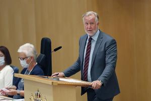 Riksdagsledamoten Johan Pehrson (L) fick presentera Liberalernas röstningsförklaring inför omröstning om Stefan Löfven (S), då partiledaren Nyamko Sabuni saknar riksdagsplats. Bild: Christine Olsson / TT
