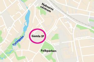 Debattören tycker att det är en god idé att bygga ett nytt äldreboende på Nykvarns gamla idrottsplats. Karta: Tomas Karlsson