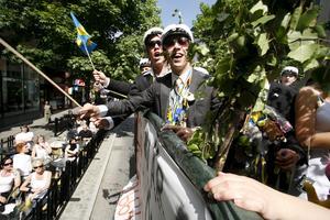"""Sonny Eriksson viftade glatt med flaggan 2006. """"Det här är obeskrivligt underbart"""", sade han då. Foto: Anders Forngren/VLT:s arkiv"""