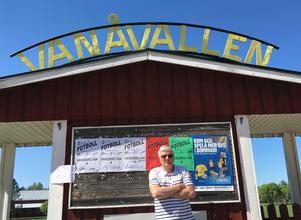 Tore Svensson utanför sitt andra hem: Vanåvallen.