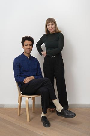 Joa Ljungberg och Santiago Mostyn har valt ut de konstnärer som det anser representerar den svenska konstscenen just nu. Pressbild.Foto: Albin Dahlström / Moderna Museet
