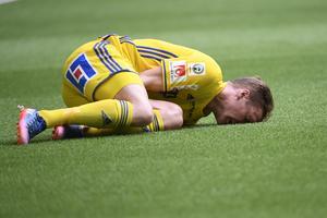 David Myrestam klev ut skadad i den 39 matchminuten, ersättare blev Kim Skoglund. Foto: Maja Suslin, TT.