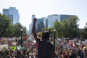 Klimatprotester i Toronto. Greta Thunberg i förgrunden. Foto: Chris Young/The Canadian Press via AP)