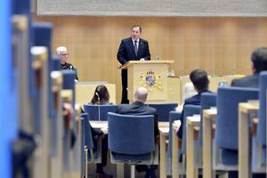 Statsminister Stefan Löfven (S) läser regeringsförklaringen i riksdagens kammare. Foto: Jessica Gow / TT