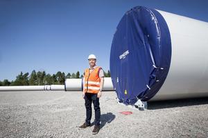 Hanteringen av delarna, till det som ska bli 159 vindkraftverk, upptar just nu en stor del av Yilports verksamhet. Fartyg, lastade med vindkraftsverk anlöper hamnen för lossning, därefter lastas de på lastbilar för vidare transport till bland annat Åmot och Ånge.