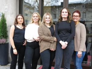 Lova Marjavaara, Agnes Claesson, Katja Elfsberg och Ina Eklund, här med läraren Jessica Dahlström har fullt upp med att planera after work-kvällar som blir i november och december på Scandic CH i Gävle.
