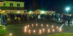 Bybor i Lillhärdal visar sitt stöd för Mobacka i en manifestation tidigare i höstas.