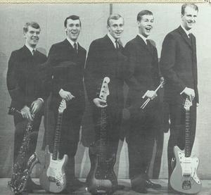 The Coopers från vänster: Gunnar Månsson saxofon, Hans-Åke Sjöström gitarr, Leif Östman elbas, Göran Green trummor och kapellmästaren Jan-Erik Sellgren gitarr och sång.