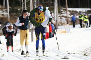 Annika Löfström går i mål som segrare i Bessemerloppet.