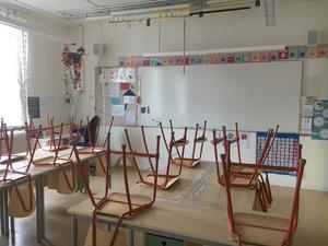 Nu går det 6-7 barn i varje klass som är åldersintegrerade. Men alla barnen umgås över åldersgränserna på raster och på fritiden spelar många fotboll tillsammans. – De lär sig samarbeta bättre i små klasser och skolor och de blir sedda av läraren, säger Annica Gustafsson.