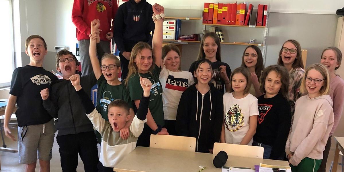 Lerdala skolas glädjerop – går vidare till semifinal i Vi i femman