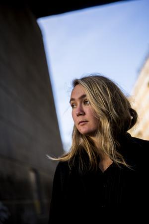 Journalisten och författaren Alba Mogensens blev själv påkörd av en bil som körde i 80 kilometer i timmen - och överlevde. Foto: Alexander Mahmoud