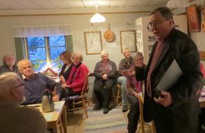 Biskop Thomas Söderberg höll en adventsbetraktelse i Stakgården i Lumsheden i helgen som gick. Foto: Walters Börje Edénius.