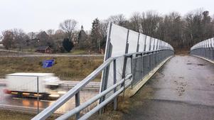 Den hästanpassade bron i Sittesta är inget optimalt alternativ för invånarna i den blivande tätorten Källberga, anser MP.