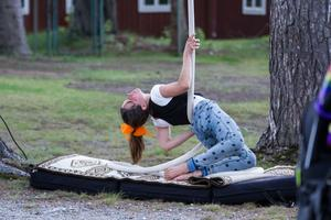 För besökarna fanns möjlighet att testa på cirkuskonster tillsammans med Skogsen.