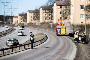 Under räddningsarbetet kunde trafiken passera påfarten och köra ut på E18 – långsamt. I samband med bärgningsarbetet stängdes påfarten av kortvarigt.