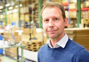 Andreas Hedbom ute på fabriksgolvet på Monark Excercises fabrik i Vansbro. 2013 utsågs västmanlänningen till årets företagsledare i Dalarna.