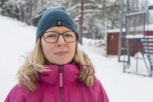 """""""Nu är det mycket snö så det går att köra lite skogsbanor och det är jättefint väder"""" säger Malin Navarro som är en av eldsjälarna bakom Initiativet Litsbacken."""