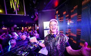DJ Gloria i båset.Foto: Alex Wayne